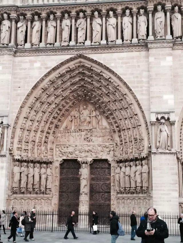 卢浮宫水晶金字塔