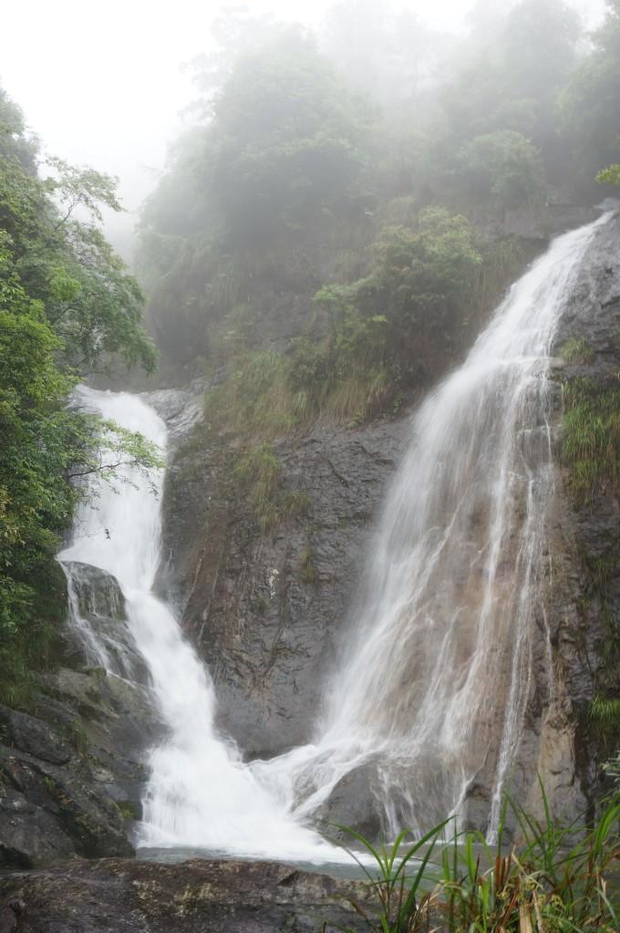 壁纸 风景 旅游 瀑布 山水 桌面 680_1023 竖版 竖屏 手机