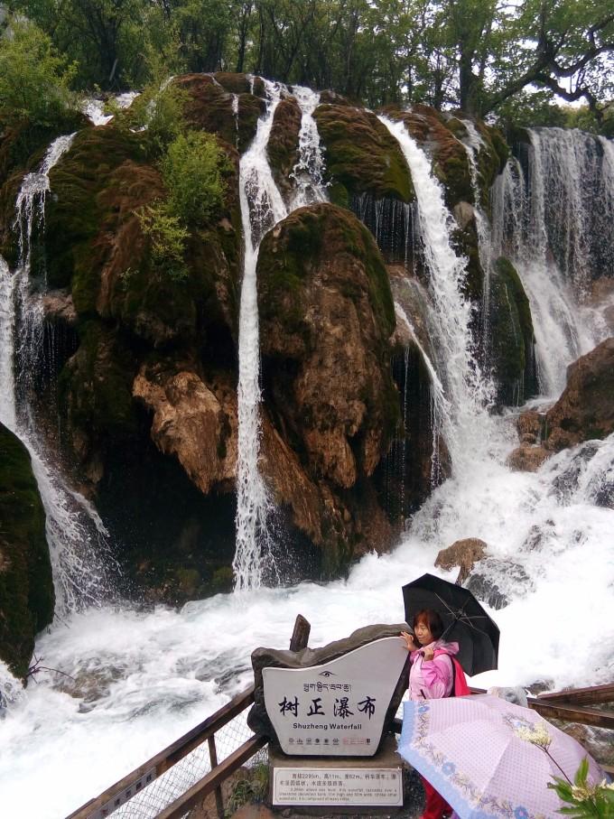 壁纸 风景 旅游 瀑布 山水 桌面 680_907 竖版 竖屏 手机
