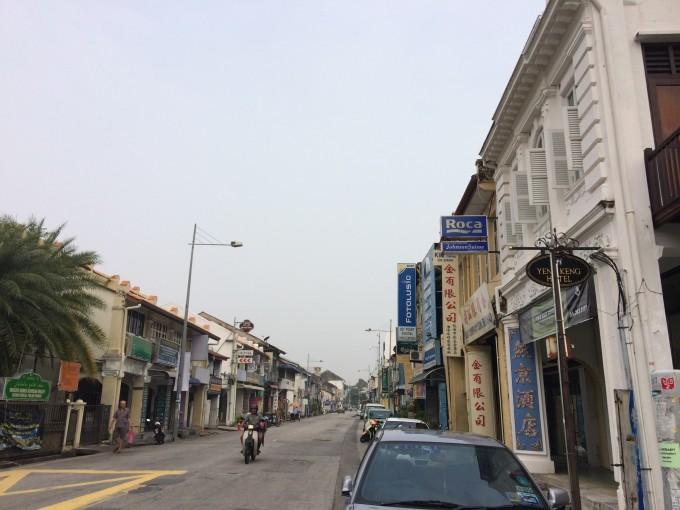 每一条小巷,除了街头艺术,沿途的风景以及著名的建筑也是不能错过的.